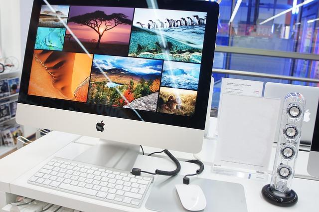 počítač, klávesnice, reprák
