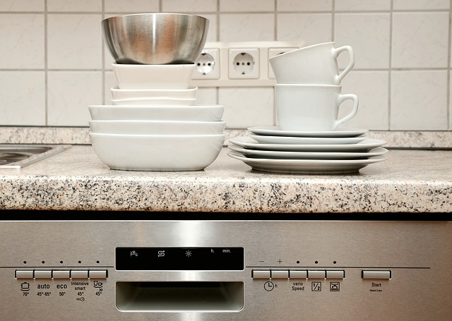 nádobí čekající na umytí