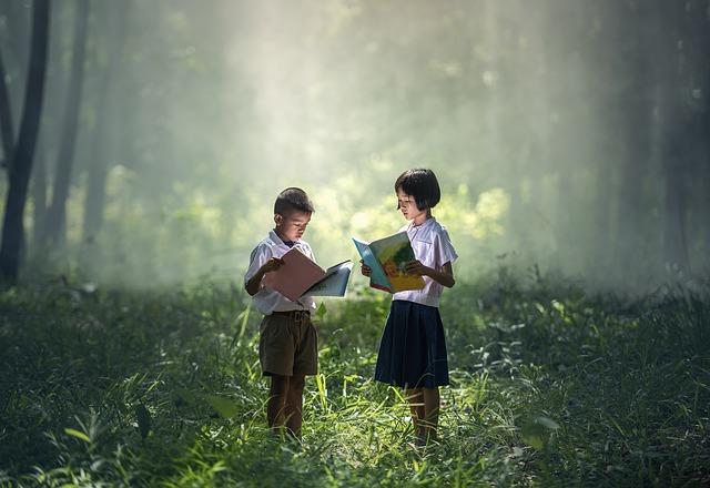 děti s knihou